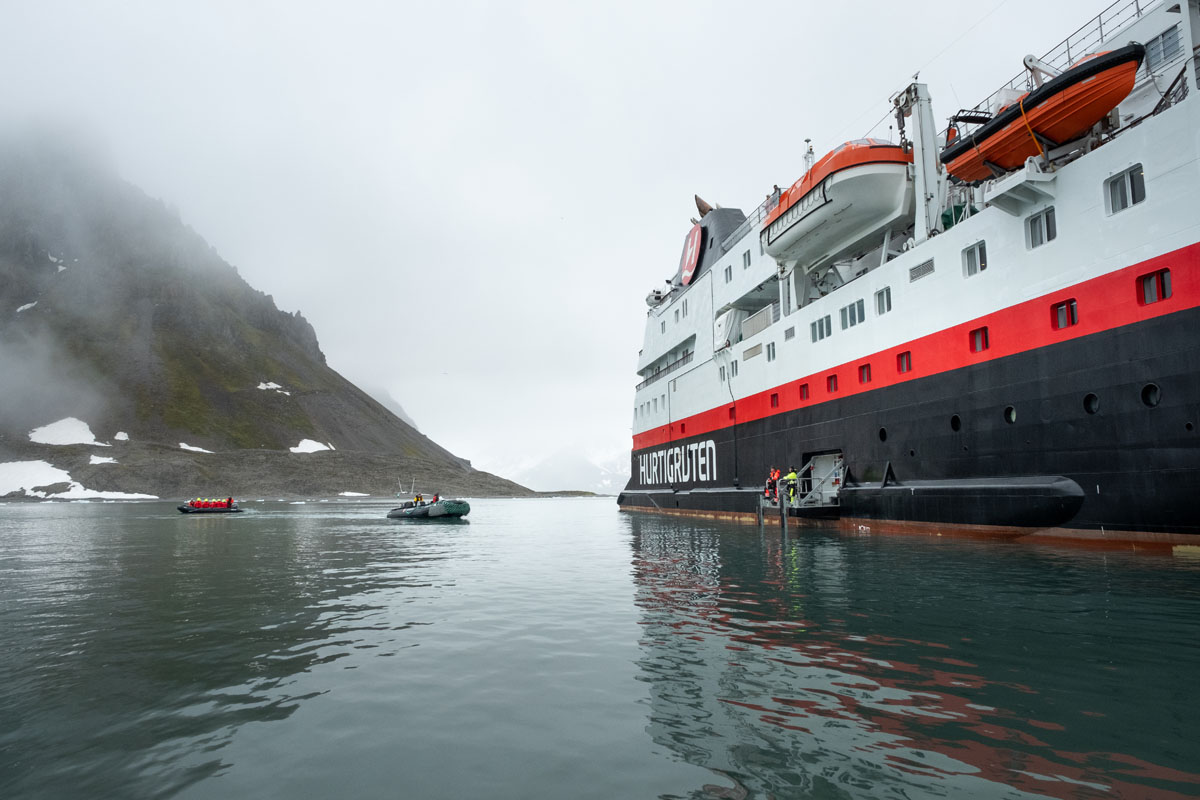 Hurtigruten's MS Spitsbergen in Bugerbukta, Svalbard (photo credit: Stefan Dall/Hurtigruten)