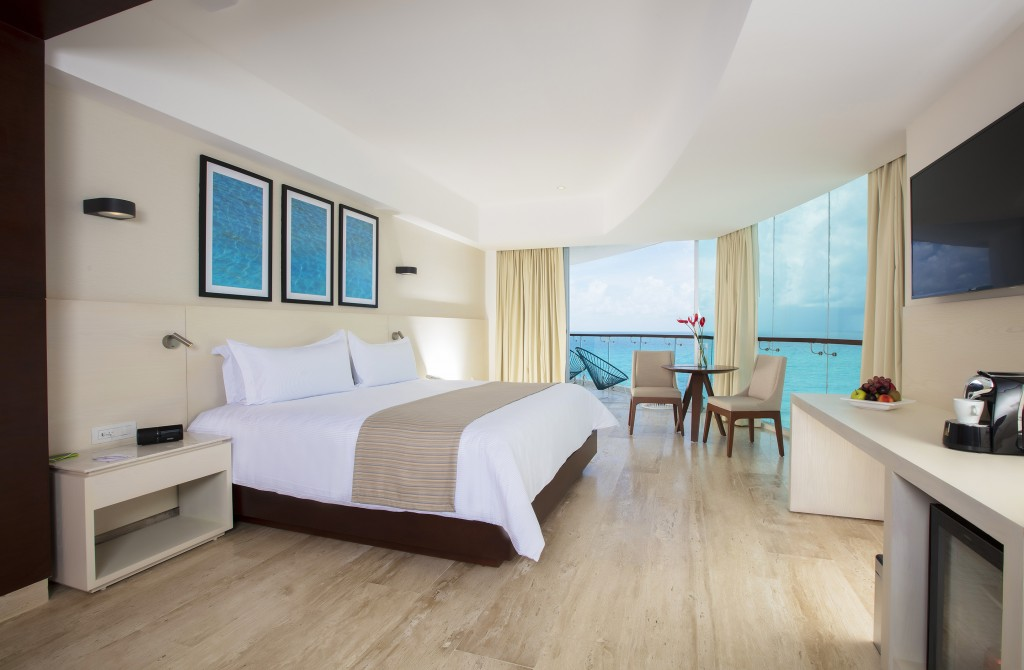 Altitude Corner Suite Oceanfront, Reflect Krystal Grand Cancun