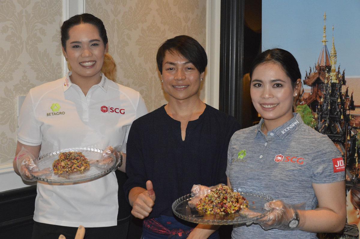 Moriya Jutanugarn and Ariya Jutanugarn took part in a cooking demo, preparing a rice salad.