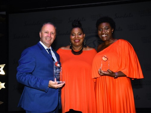 Unique Vacations Canada honoured at Sandals' global sales conference