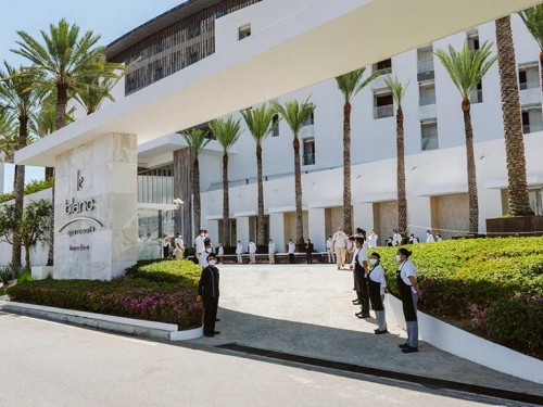Le Blanc Spa Resort Los Cabos reopens